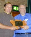 Peter, G4MJS presenteando Peter, PY5CC com o 2001 Jersey Trophy!